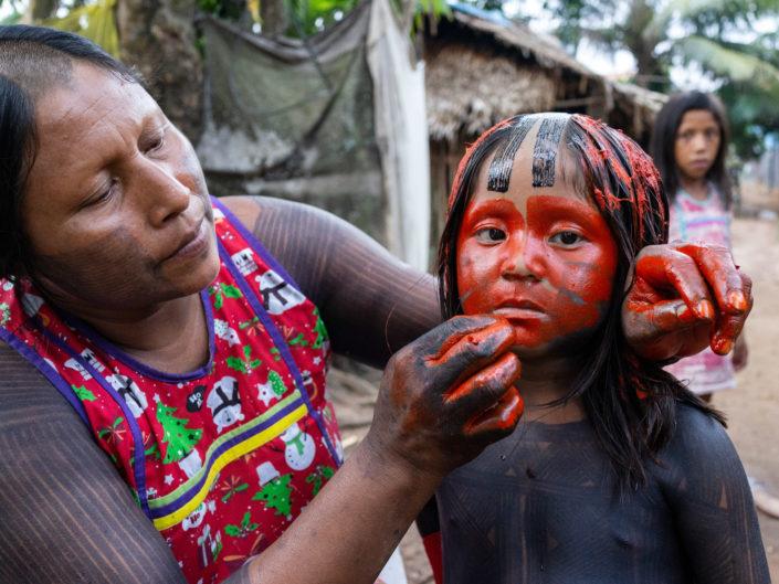 peinture corporelle, ethnie Xikrin, amérindiens, urucum, photographe Aurélien Fontanet